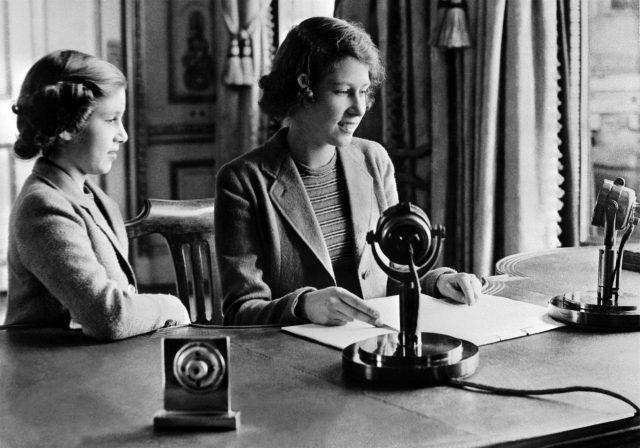 Là thành viên hoàng gia cuối cùng học tại nhà, Nữ hoàng Elizabeth đã được dạy những gì? - Ảnh 2