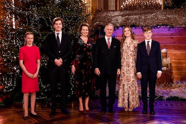 """Ảnh Giáng sinh của các gia đình hoàng gia thế giới: Hoàng tử Bỉ """"lột xác"""" hoàn hảo, chiếm """"spotlight"""" của gia đình Công nương Anh - Ảnh 1"""