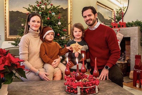"""Ảnh Giáng sinh của các gia đình hoàng gia thế giới: Hoàng tử Bỉ """"lột xác"""" hoàn hảo, chiếm """"spotlight"""" của gia đình Công nương Anh - Ảnh 6"""