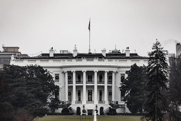 Nhân viên Tổng thống Trump nhận lệnh chuẩn bị dọn dẹp đồ đạc rời Nhà Trắng - Ảnh 1