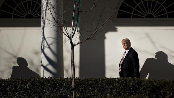 """Tổng thống Trump nổi giận với """"sự thờ ơ"""" của phó tướng Mike Pence - Ảnh 1"""