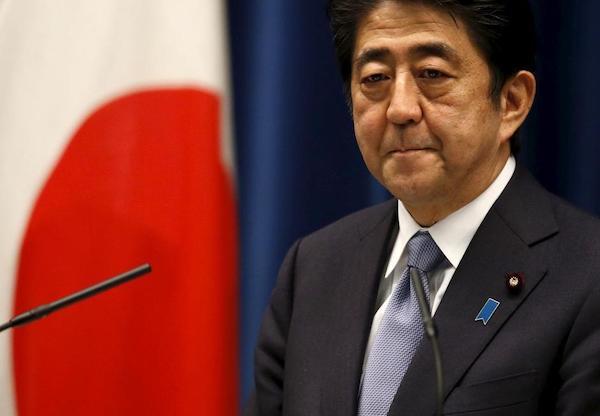 Cựu Thủ tướng Shinzo Abe xin lỗi vì bê bối vi phạm luật tài trợ chính trị - Ảnh 1