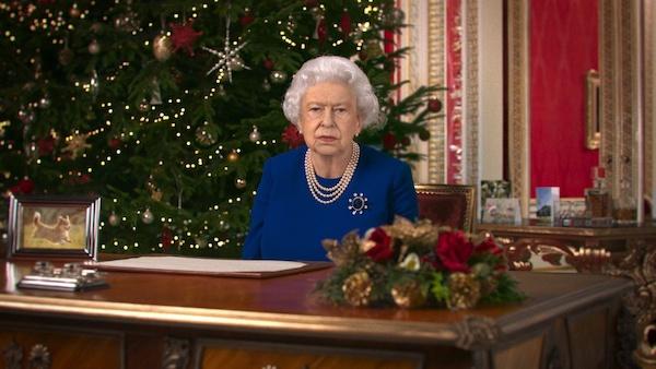 """Tranh cãi việc kênh truyền hình Anh mạo danh Nữ hoàng Elizabeth để cảnh báo nạn """"tin giả"""" - Ảnh 1"""