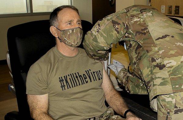 Mỹ bắt đầu tiêm phòng COVID-19 cho binh sĩ tại Hàn Quốc - Ảnh 1
