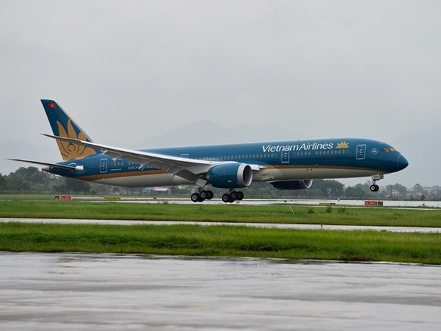 Vietnam Airlines xem xét sa thải nam tiếp viên hàng không vi phạm quy định cách ly  - Ảnh 1