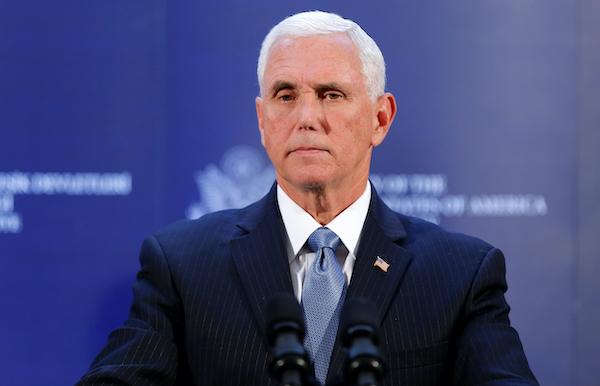 Phó Tổng thống Mike Pence từ chối giúp đỡ ông Trump lật ngược kết quả bầu cử - Ảnh 1
