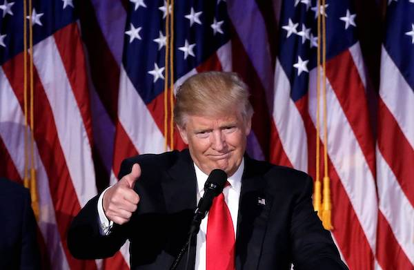 Tổng thống Trump ẵm danh hiệu người đàn ông được ngưỡng mộ nhất từ tay ông Obama - Ảnh 1