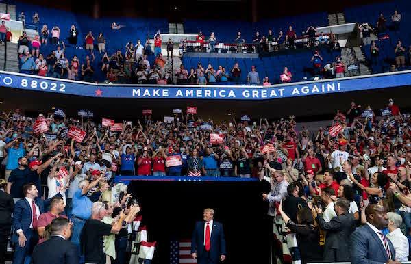 """Nước Mỹ năm 2020 qua ảnh: Sự đan xen giữa những """"hỗn loạn"""" và chiến công - Ảnh 11"""