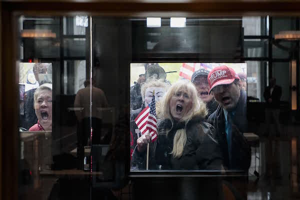 """Nước Mỹ năm 2020 qua ảnh: Sự đan xen giữa những """"hỗn loạn"""" và chiến công - Ảnh 4"""