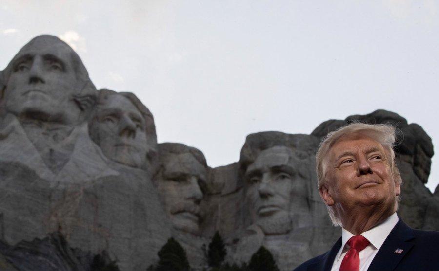 """Ivanka Trump gây bão mạng vì có ý ám chỉ chân dung cha nên được thêm vào """"dãy núi tổng thống""""? - Ảnh 1"""