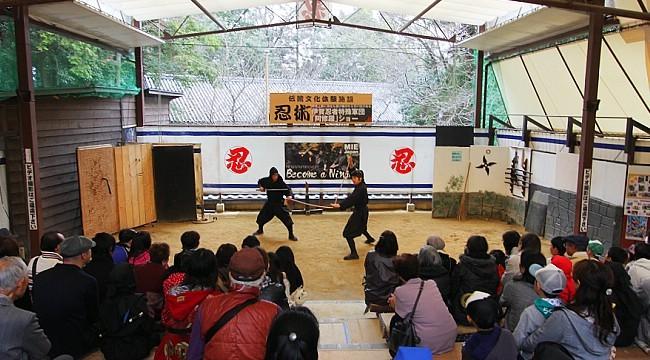 Két sắt chứa 9.500 USD bị trộm khỏi bảo tàng ninja Nhật Bản - Ảnh 1