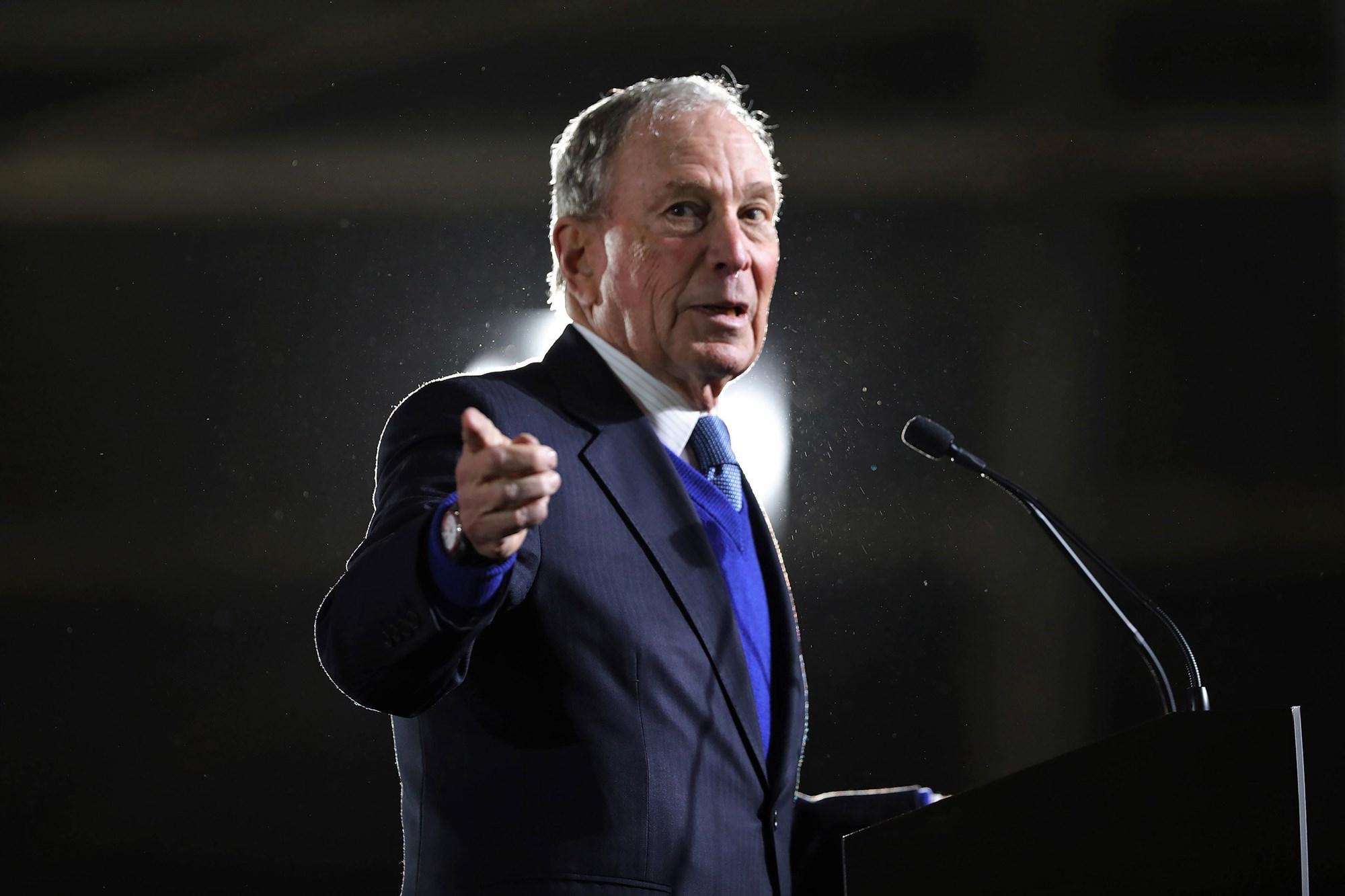 Tỷ phú Bloomberg dự kiến chi 100 triệu USD giúp ông Joe Biden đánh bại Tổng thống Donald Trump - Ảnh 1