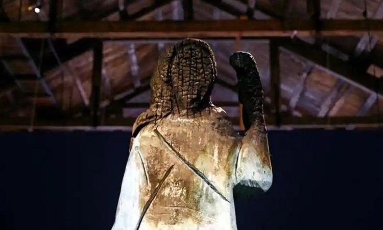 Khánh thành bức tượng đồng mới của Đệ nhất phu nhân Melania tại quê nhà Slovenia - Ảnh 3