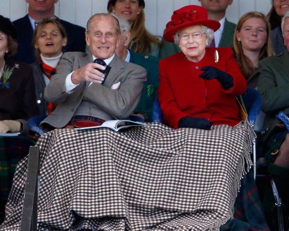 Kết hôn với Nữ hoàng hơn 70 năm, tại sao Hoàng thân Phillip chưa từng được gọi là Vua? - Ảnh 1