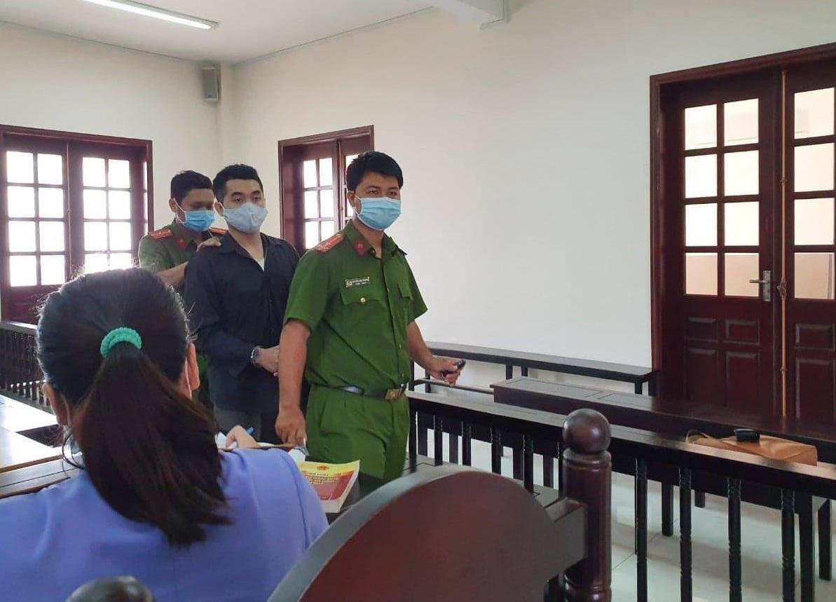 Vụ bé gái 14 tuổi bị xâm hại giám định pháp y thành 17 tuổi: Kẻ đồi bại lãnh 42 tháng tù - Ảnh 1