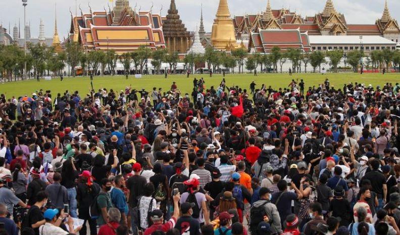Thái Lan: Biểu tình quy mô lớn nhất trong nhiều năm, yêu cầu cải cách chế độ quân chủ - Ảnh 1