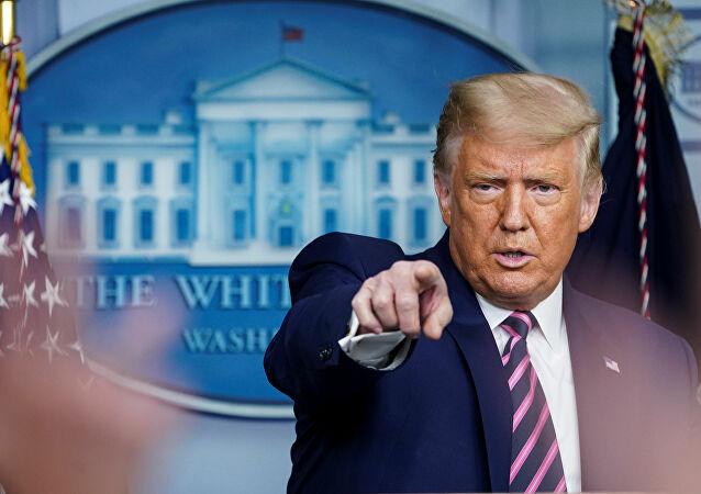 Ông Trump dọa ra sắc lệnh đặc biệt cấm đối thủ Joe Biden tranh cử tổng thống vào tháng 11 - Ảnh 1