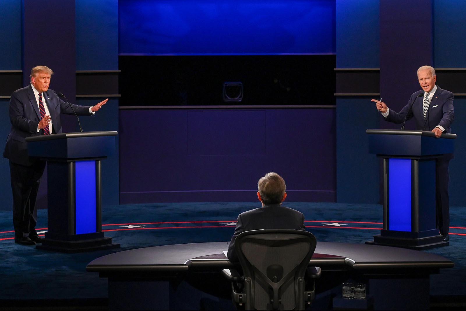 """Twitter """"bùng nổ"""" sau màn tranh luận """"hỗn loạn"""" giữa hai ứng viên tổng thống Mỹ  - Ảnh 1"""