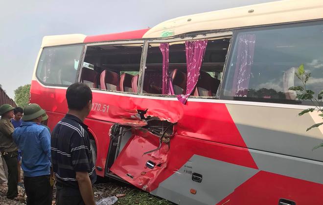Vụ xe chở học sinh bị tàu hỏa đâm: Lái xe cố tình vượt dù đã được cảnh báo - Ảnh 3