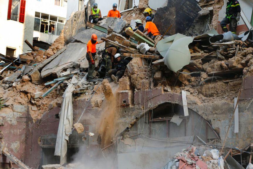 Lebanon phát hiện thêm hơn 4 tấn hóa chất nổ ammonium nitrate gần cảng Beirut - Ảnh 1