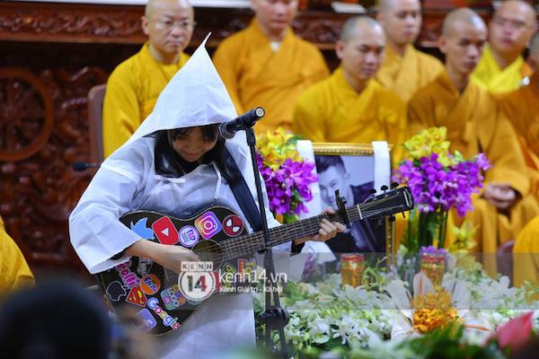 Con gái Vân Quang Long bật khóc khi hát tiễn biệt cha - Ảnh 3