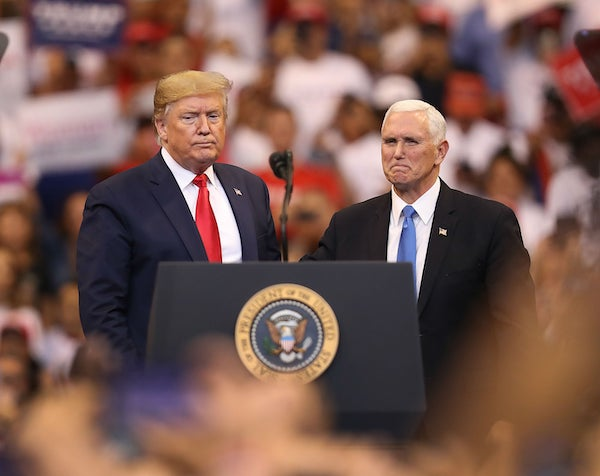 """Ông Trump lần đầu nói chuyện với phó tướng Mike Pence sau nhiều ngày """"xa cách"""" - Ảnh 1"""