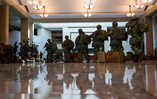 """Thủ đô Washington """"căng mình"""" trước thềm lễ nhậm chức của Tổng thống đắc cử Joe Biden - Ảnh 1"""