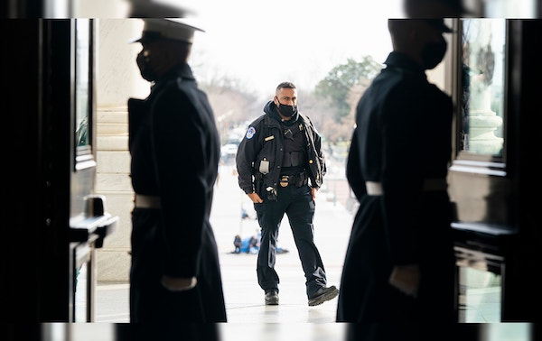 """Thủ đô Washington """"căng mình"""" trước thềm lễ nhậm chức của Tổng thống đắc cử Joe Biden - Ảnh 2"""