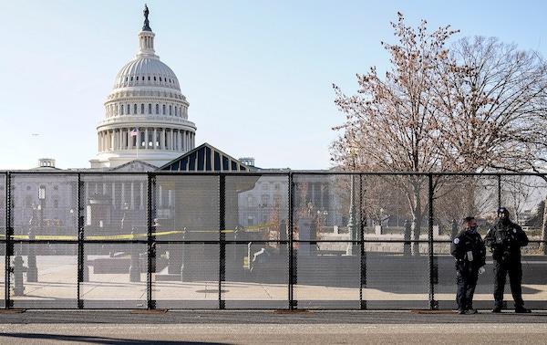"""Thủ đô Washington """"căng mình"""" trước thềm lễ nhậm chức của Tổng thống đắc cử Joe Biden - Ảnh 9"""