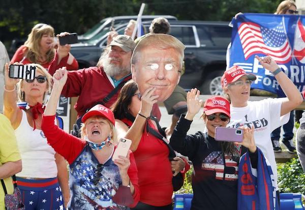 Kết thúc nhiệm kỳ, cựu Tổng thống Trump được chào đón nồng nhiệt tại Florida - Ảnh 11
