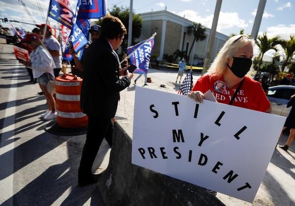 Kết thúc nhiệm kỳ, cựu Tổng thống Trump được chào đón nồng nhiệt tại Florida - Ảnh 2