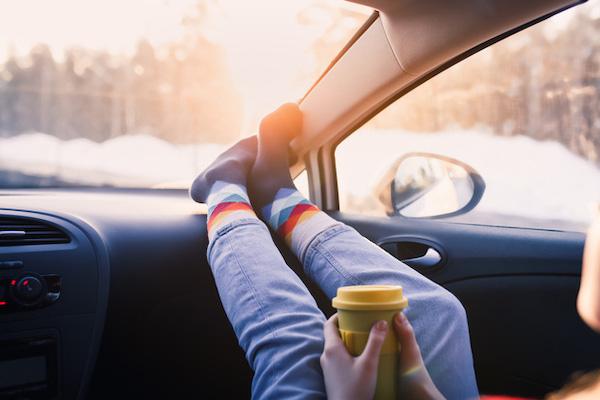 Gặp tai nạn kinh hoàng phải cắt bỏ toàn bộ phần trán chỉ vì dáng ngồi quen thuộc thường thấy trên xe ô tô - Ảnh 1