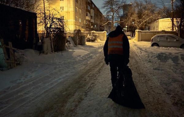 """Người đàn ông quét rác """"đổi đời"""" nhờ một bộ ảnh, bỗng chốc trở thành hiện tượng mạng xã hội - Ảnh 4"""