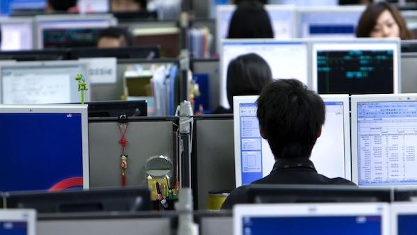 """Văn hoá """"996"""" của ngành công nghệ Trung Quốc gây lo ngại tình trạng """"làm việc tới chết"""" - Ảnh 1"""
