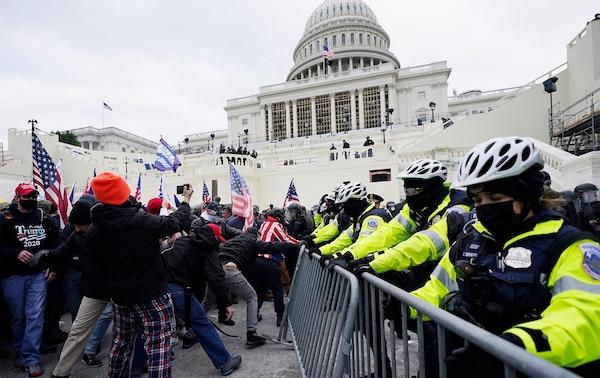 """Biểu tình bạo loạn ở toà nhà Quốc hội: Twitter ra cảnh báo cực """"gắt"""" đối với ông Trump - Ảnh 1"""
