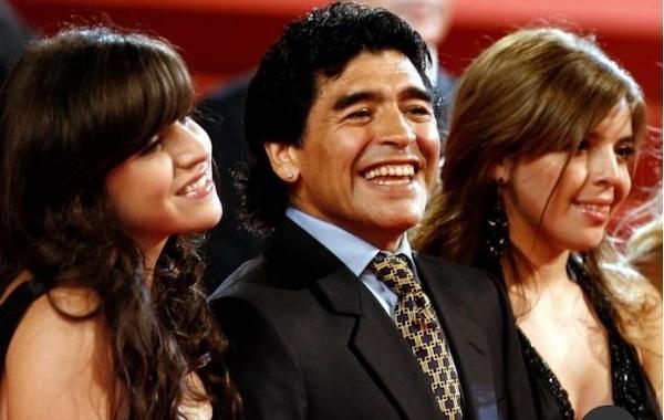 """Hơn 70 triệu bảng Anh bất ngờ """"bốc hơi"""" sau cái chết của danh thủ Diego Maradona - Ảnh 1"""