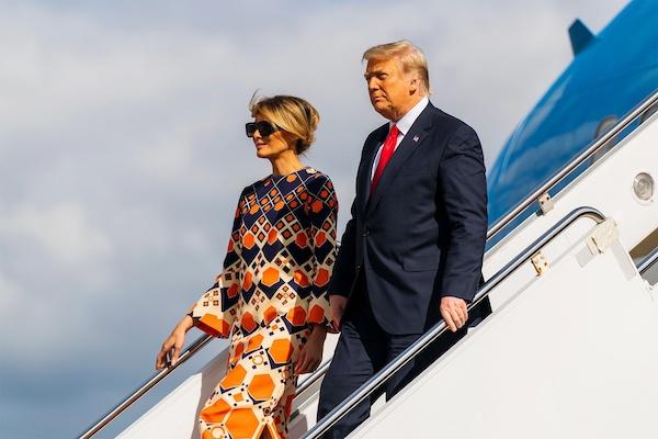 Bị truyền thông tố lạnh nhạt với chồng, bà Melania Trump bất ngờ phản pháo - Ảnh 2