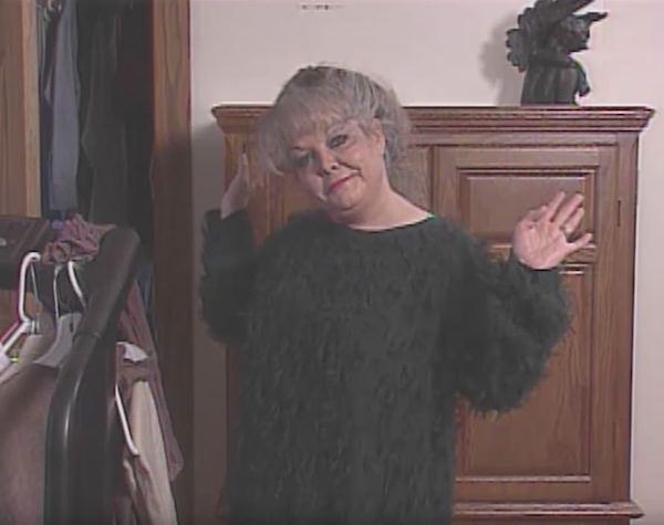 """Bị con gái """"vạch trần"""" mặt mộc sau 23 năm trang điểm dày cộp, mẹ nhận """"mưa lời khen"""" bởi nhan sắc thật - Ảnh 1"""