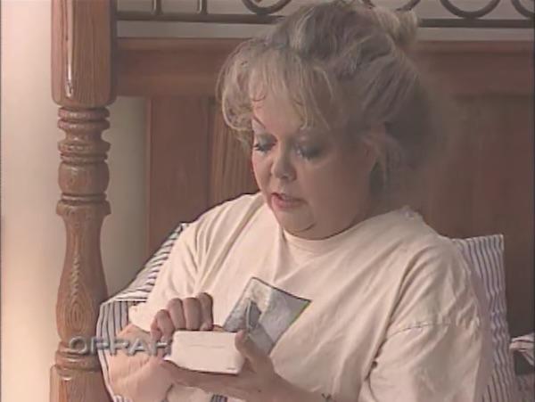 """Bị con gái """"vạch trần"""" mặt mộc sau 23 năm trang điểm dày cộp, mẹ nhận """"mưa lời khen"""" bởi nhan sắc thật - Ảnh 2"""