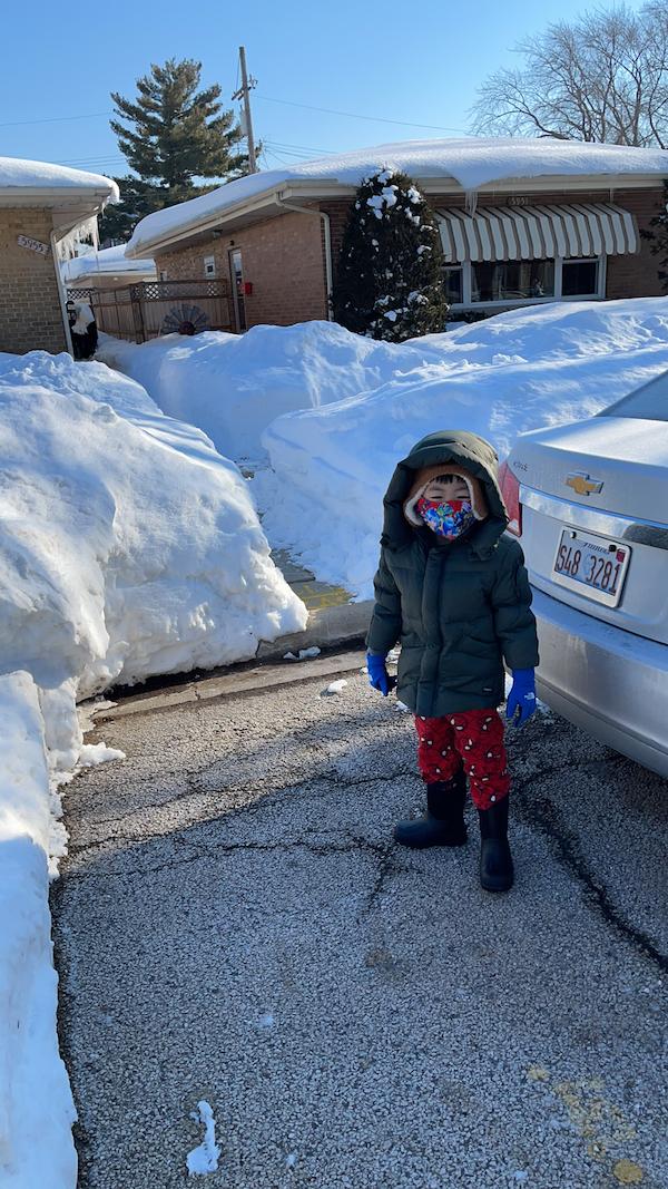 Người Việt tại Mỹ lao đao vì bão tuyết: Phải nghỉ làm, nhiều xe va chạm vì đường trơn trượt - Ảnh 1