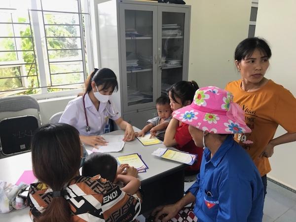 Bước chân những thầy thuốc trẻ in dấu tại miền quê nghèo, khó khăn - Ảnh 1