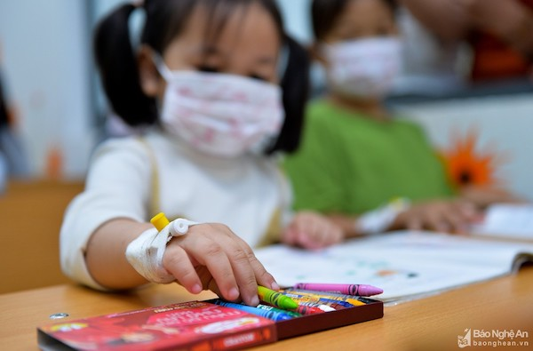 """Ấm lòng lớp học """"Chắp cánh ước mơ"""" của những người thầy mang áo blouse trắng - Ảnh 3"""
