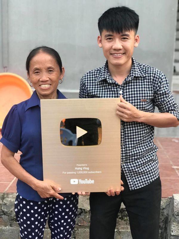 Sau hàng loạt bê bối khiến cộng đồng mạng ngán ngẩm, mẹ con bà Tân Vlog bất ngờ nhận tin vui - Ảnh 1
