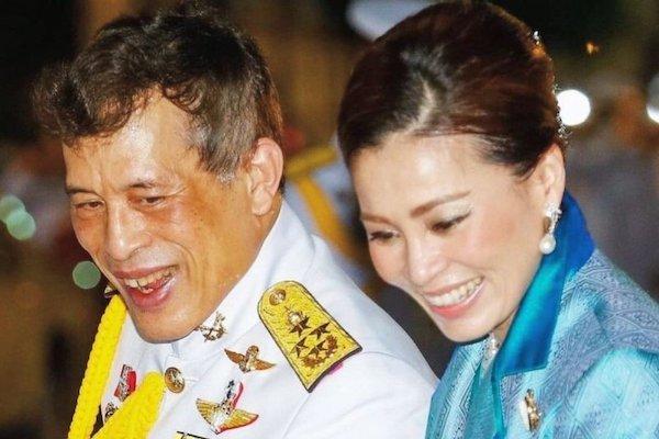Sự vắng bóng lạ kỳ của Hoàng hậu Thái Lan giữa lúc Hoàng quý phi được phong hậu - Ảnh 1