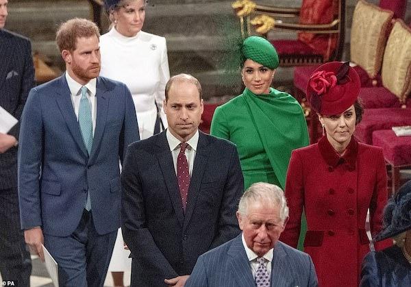 Hành động không ngờ tới của vợ chồng Hoàng tử Harry ngay trước khi rời Hoàng gia Anh gây bất bình - Ảnh 2