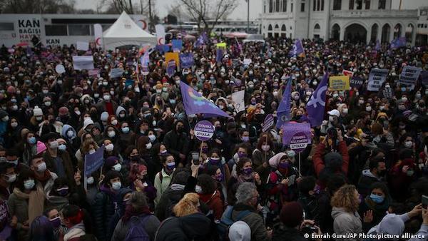 Thổ Nhĩ Kỳ chịu chỉ trích sau khi rút khỏi hiệp ước bảo vệ phụ nữ - Ảnh 1