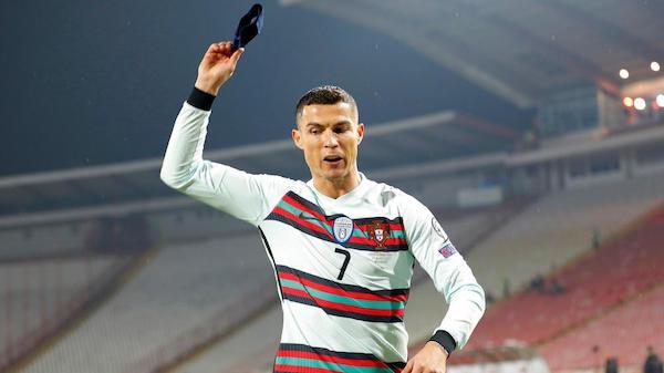 Vòng loại World Cup 2022: Trọng tài xin lỗi vì không công nhận bàn thắng của Ronaldo - Ảnh 1