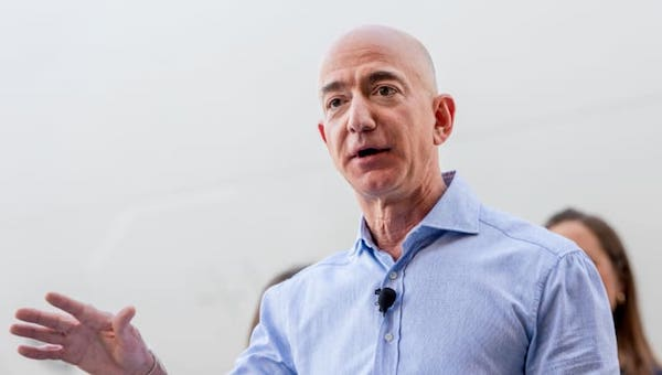 Nghị sĩ Mỹ muốn đánh thuế 5 tỷ USD/năm với siêu tỷ phú Jeff Bezos - Ảnh 1