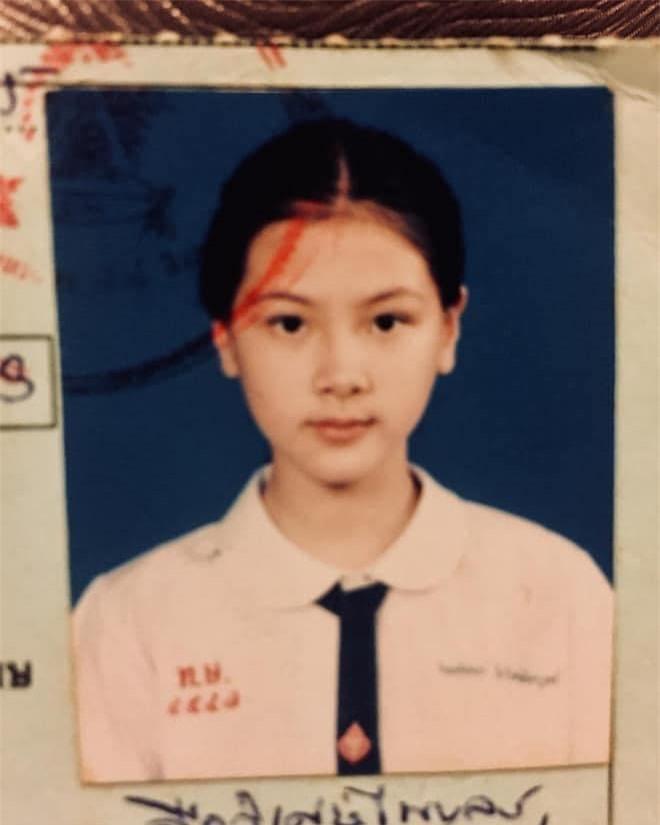 """Loạt ảnh thẻ thời đi học khẳng định nhan sắc """"đỉnh cao"""" của mỹ nhân Thái Lan Baifern Pimchanok - Ảnh 3"""