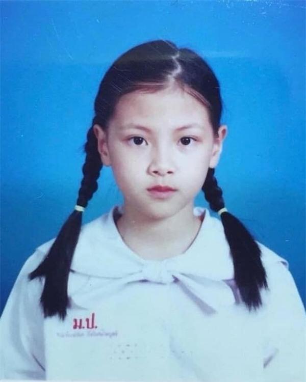 """Loạt ảnh thẻ thời đi học khẳng định nhan sắc """"đỉnh cao"""" của mỹ nhân Thái Lan Baifern Pimchanok - Ảnh 2"""